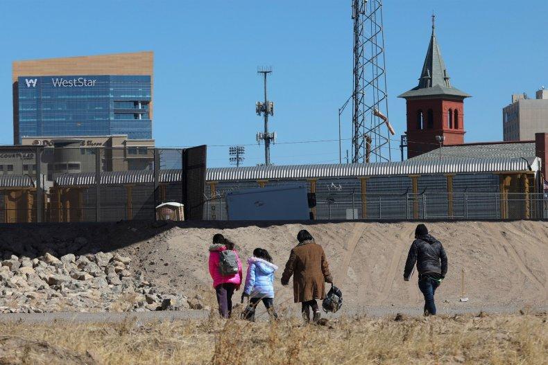 Central American migrants flee to El Paso
