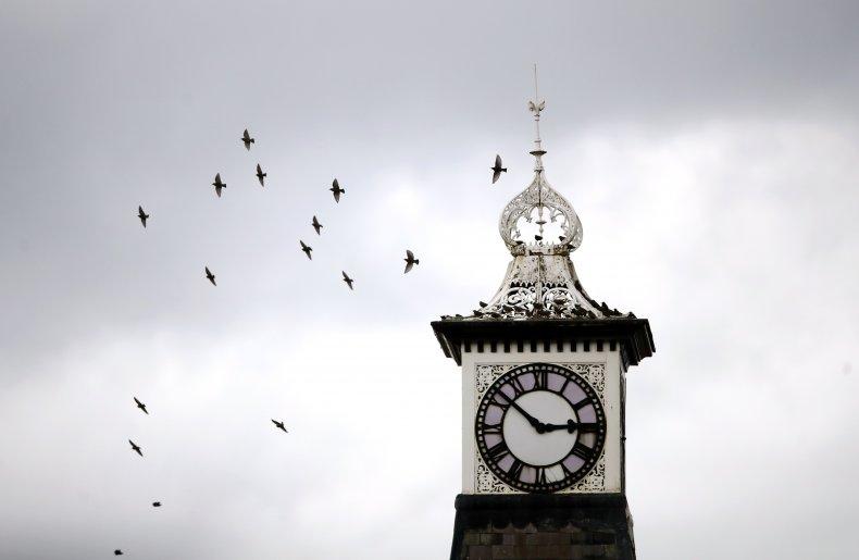 daylight saving time change clocks