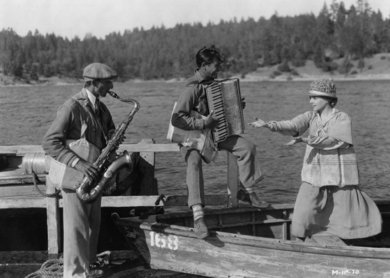 1929: Janet Gaynor wins an Oscar