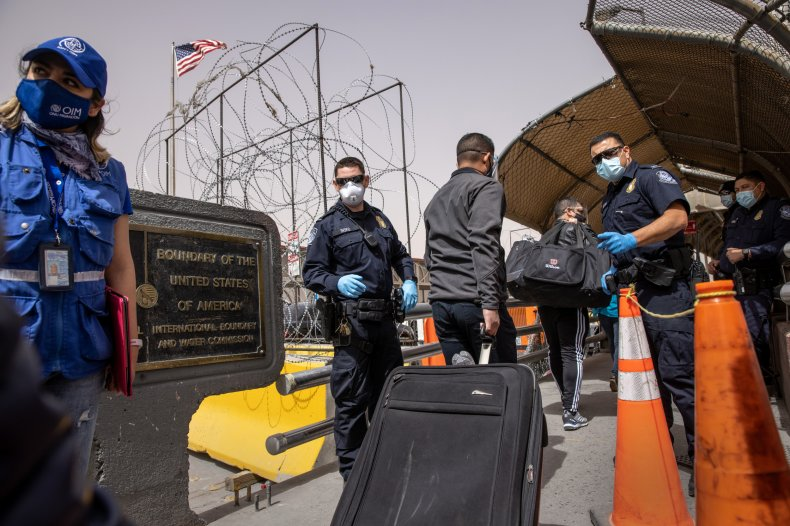 US-Mexico border pictured as people cross