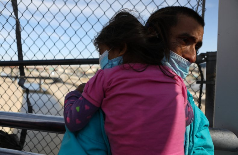 Migrants are expelled from the U.S.