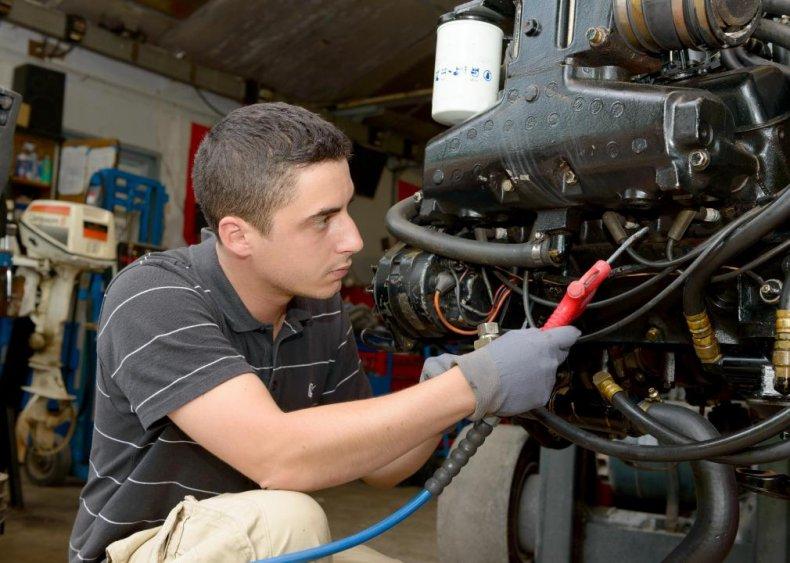 Motorboat mechanics and service technicians: Hawaii