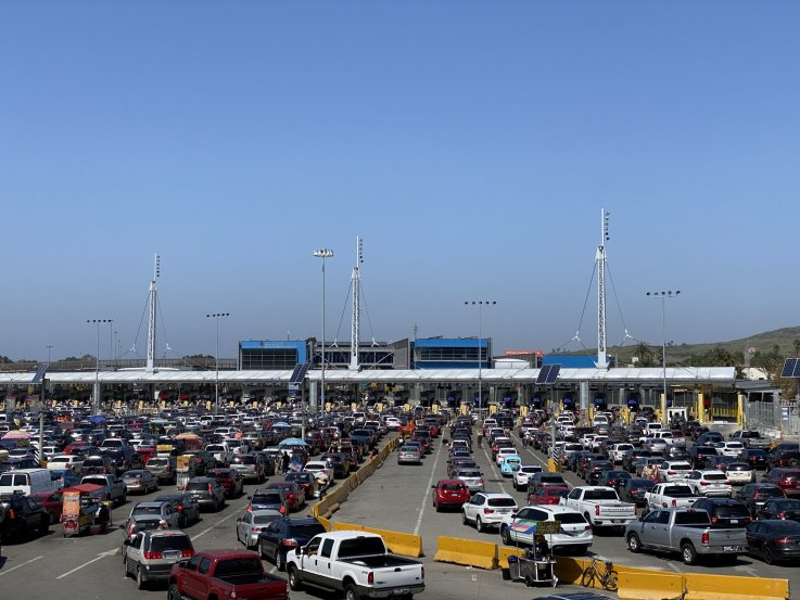 Border cars lining up Tijuana