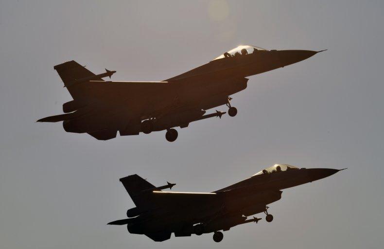 Taiwan Air Force F-16s In Air Show