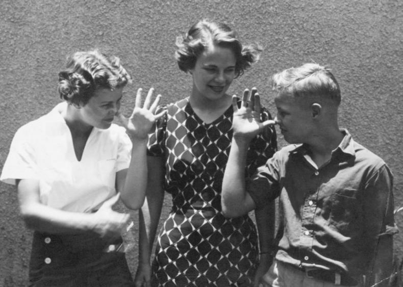 1920s: Brando's elder sisters Jocelyn and Frances
