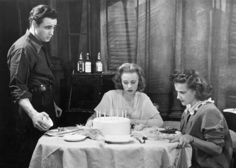 1943: Brando studies acting in New York