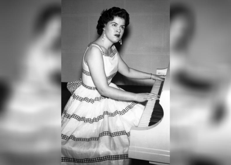 1963: Patsy Cline dies