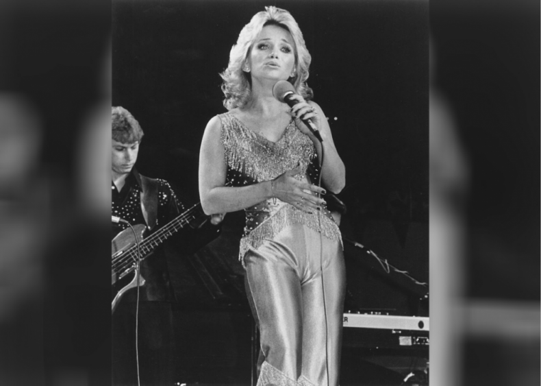1978: Barbara Mandrell has her first #1 hit with 'Sleeping Single in a Double Bed'
