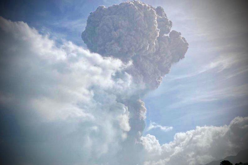 La Soufrière volcano eruption