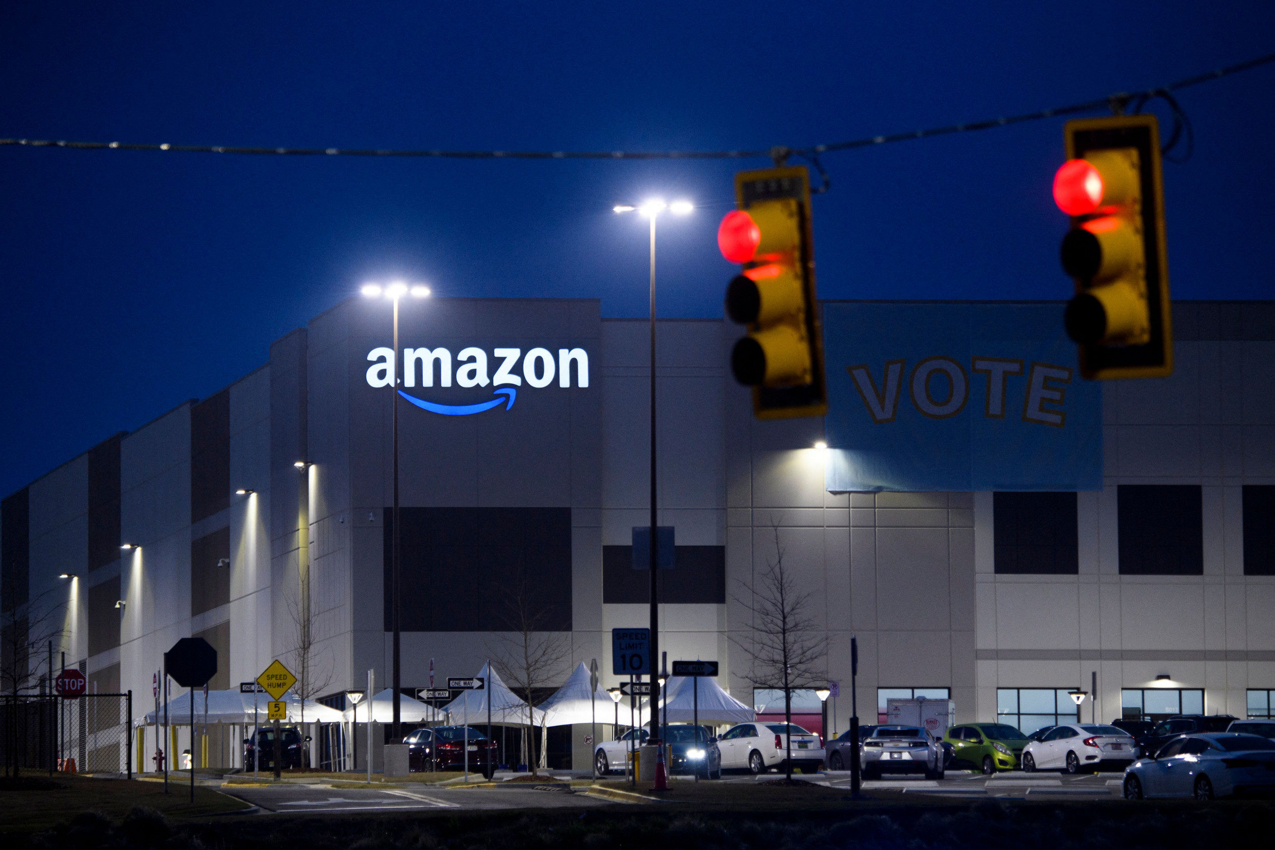 Thousands of Amazon employees ask the company to adopt a
