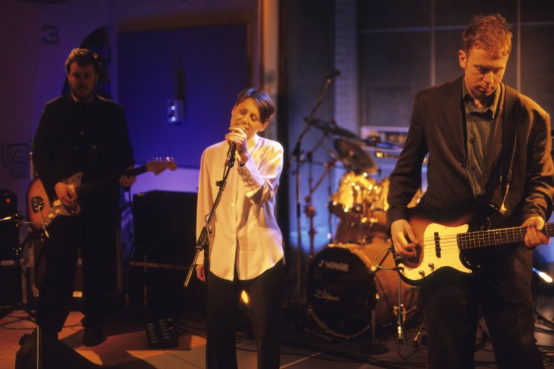 Cocetau Twins performing