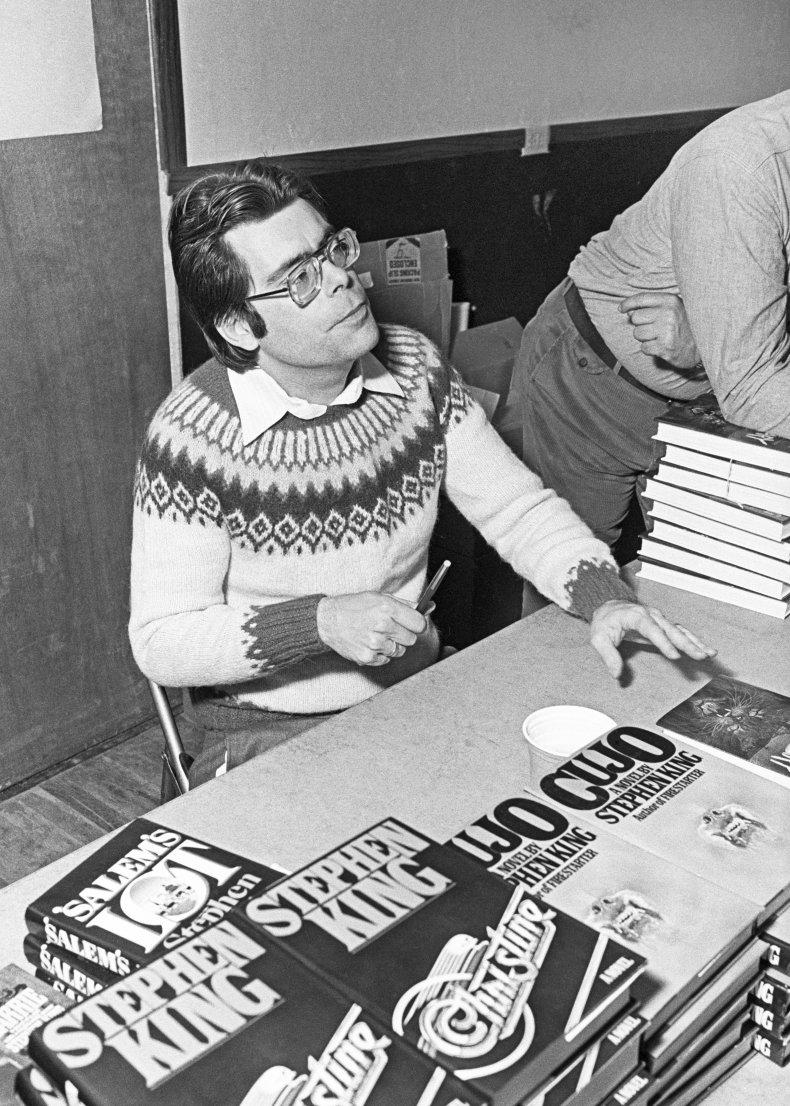 Stephen King signing books