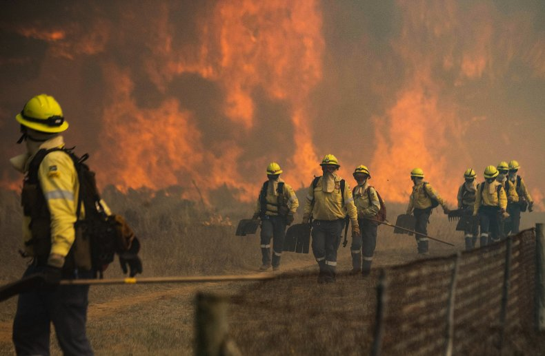 Firefighters flee from flames in Cape Town