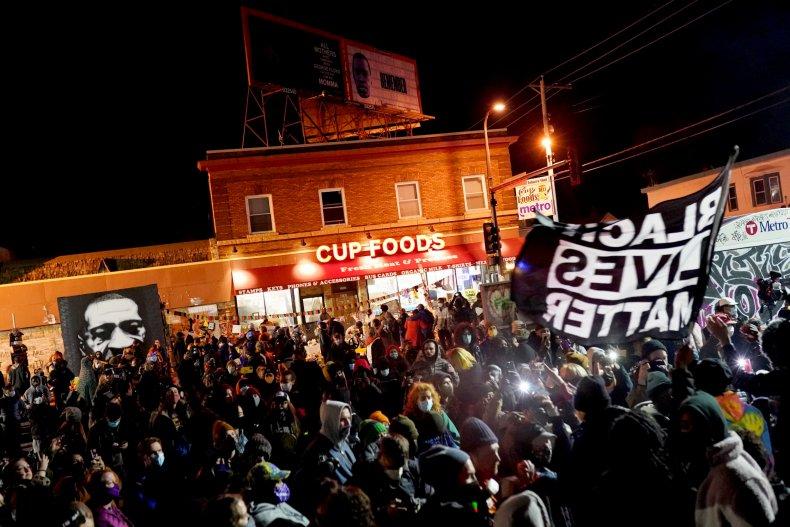Crowd celebrates Chauvin verdict