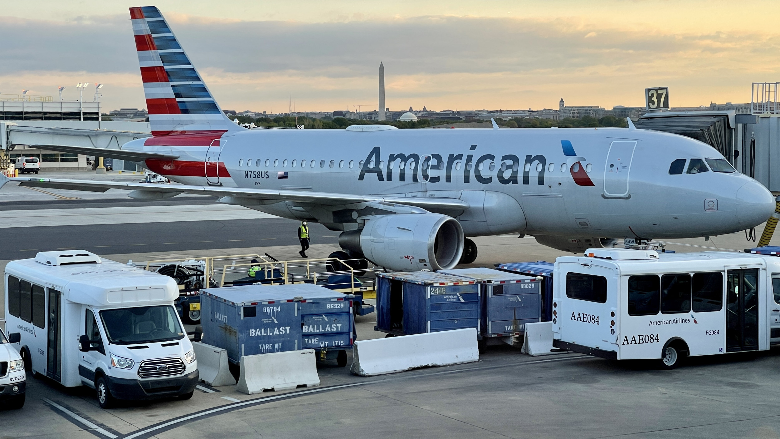 American Airlines Cutting 1,600 Jobs Amid $1.25 Billion Loss