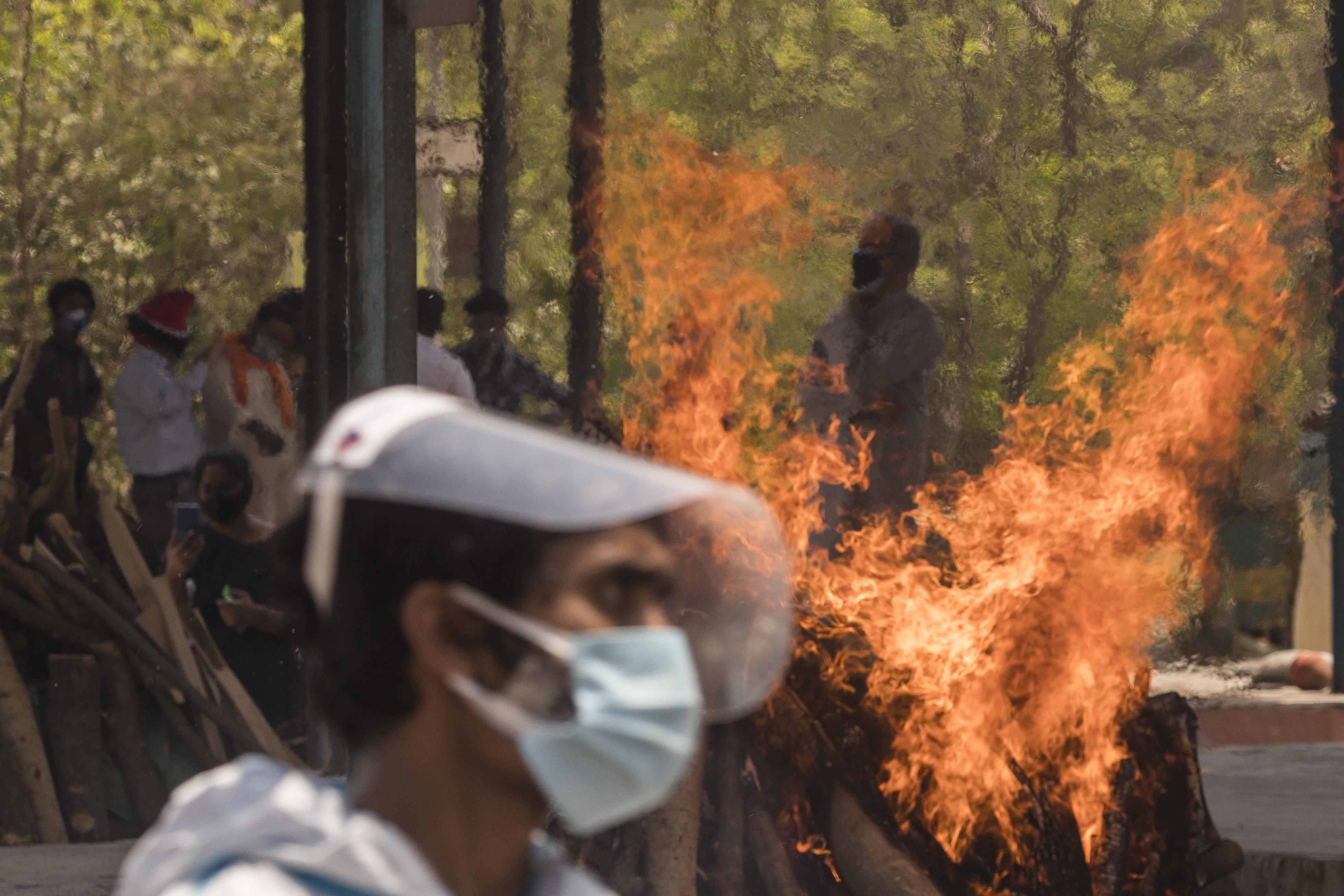 China 'Ready' to Help India in COVID-19 Crisis Amid U.S. Raw Materials Ban