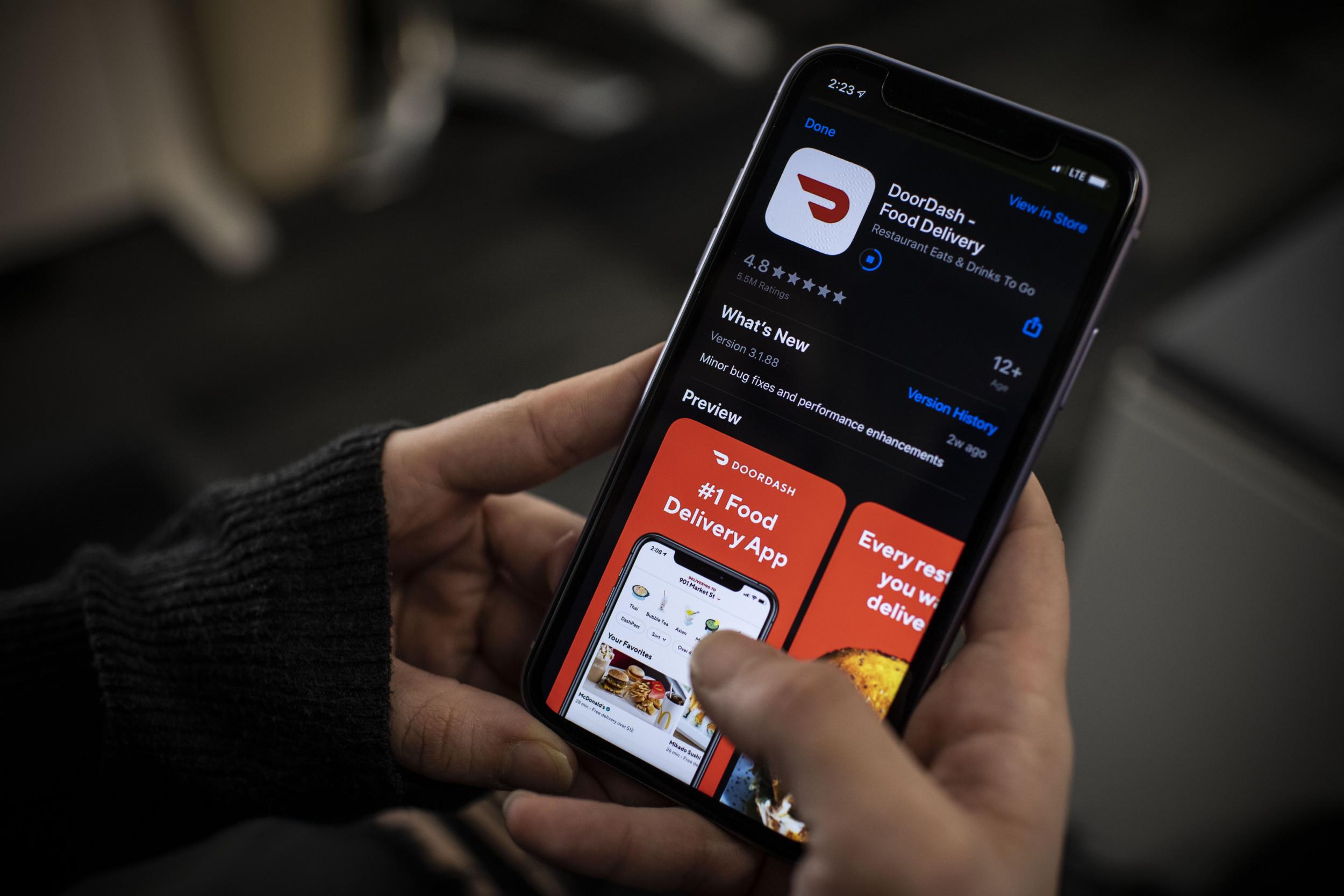 Weight loss DoorDash Driver Gives Customer Weight Loss Business Card in McDonald's Order thumbnail