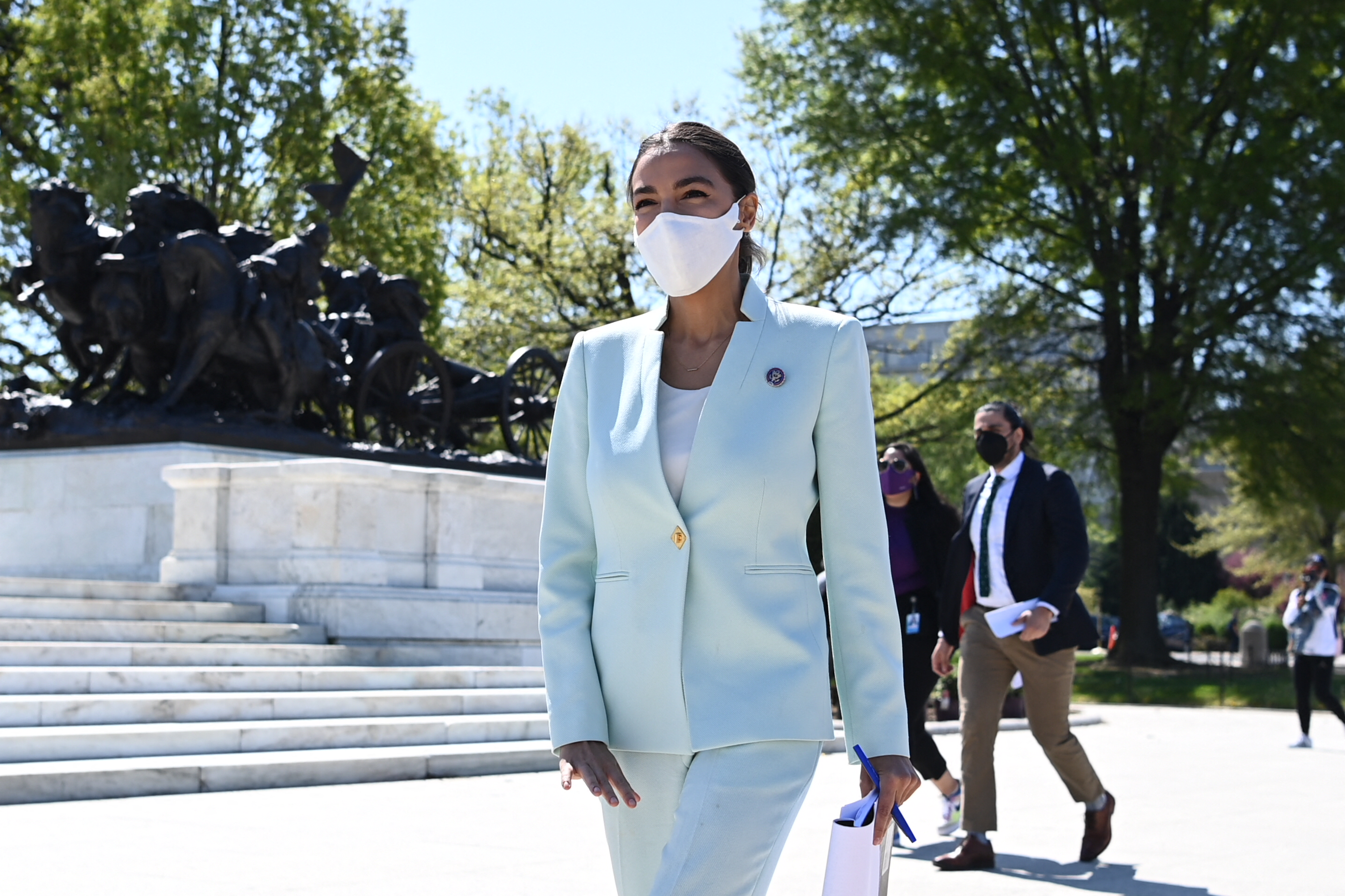 AOC Mocks Ted Cruz, Donald Trump Mar-a-Lago Photo: 'Reminiscing' of 'Coups'
