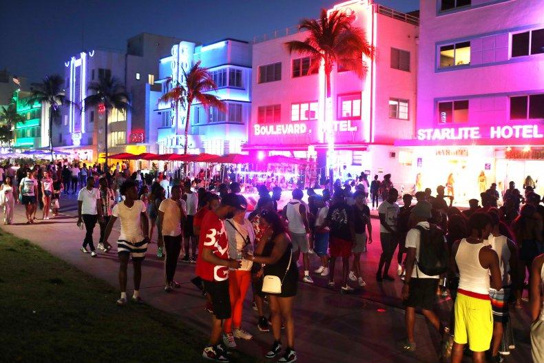Miami Beach crowds March 2021