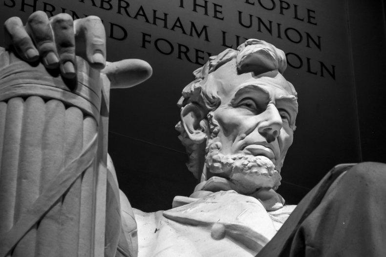 Lincoln memorial at night.
