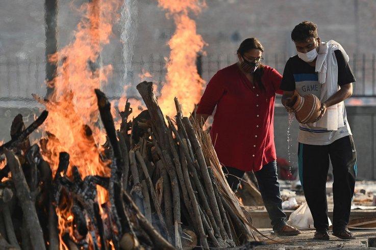 India funeral pyre coronavirus