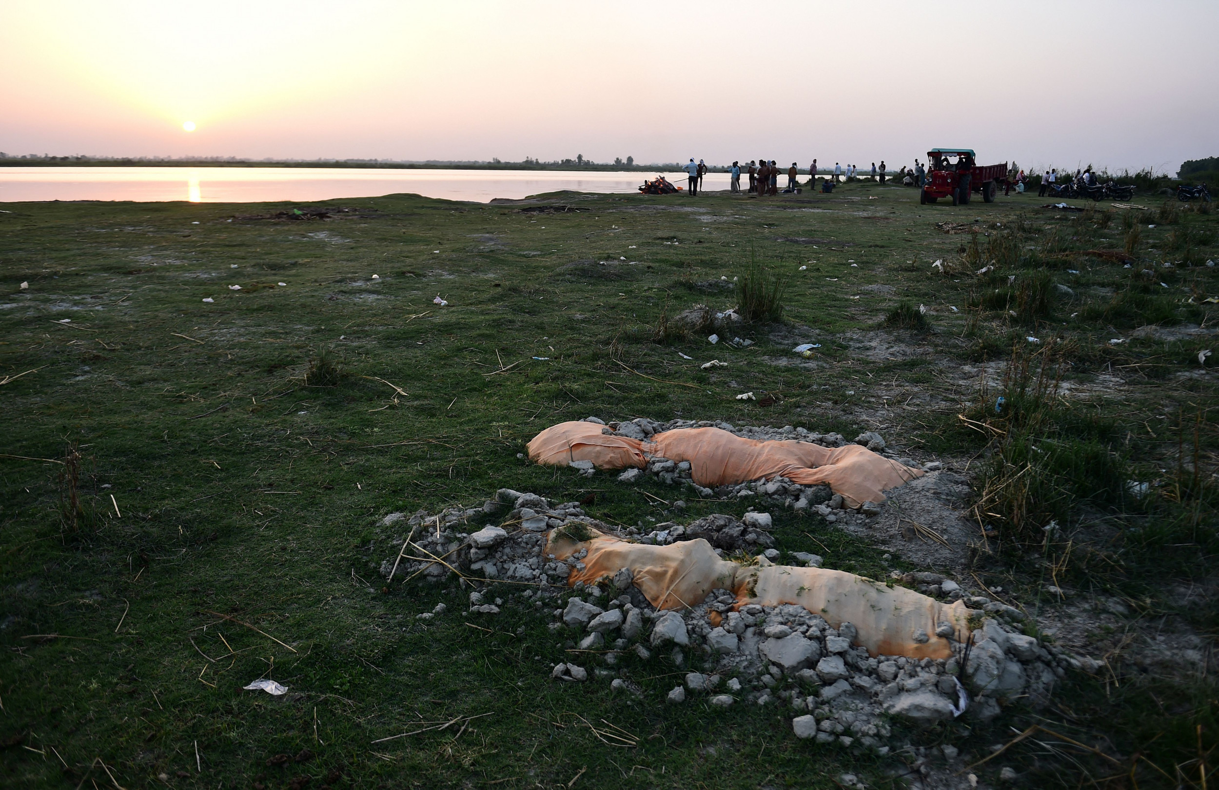 Indian Police Crack Down on Dumping of Bodies Into Ganges as COVID Soars