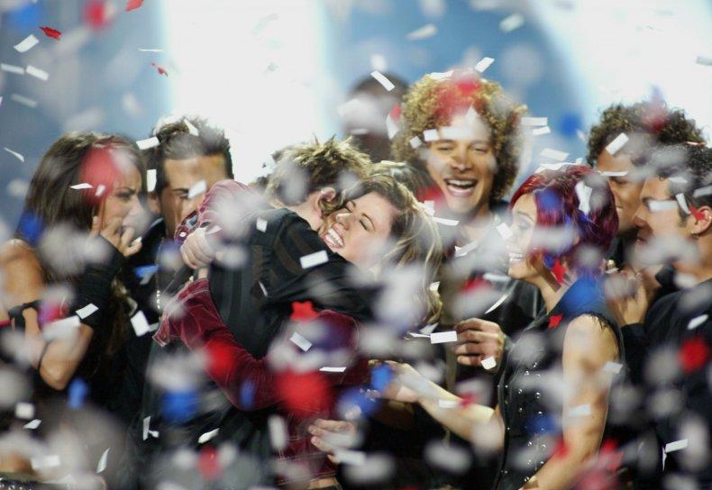 Kelly Clarkson wins American Idol