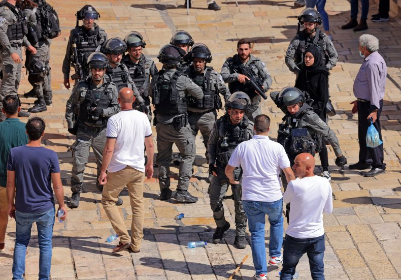 Israel forces confront palestinian protestores