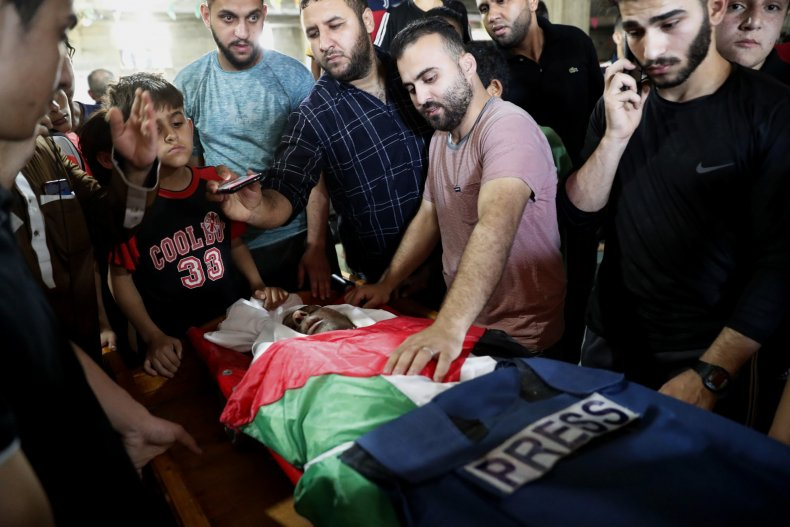 Palestinian Mourners Gather