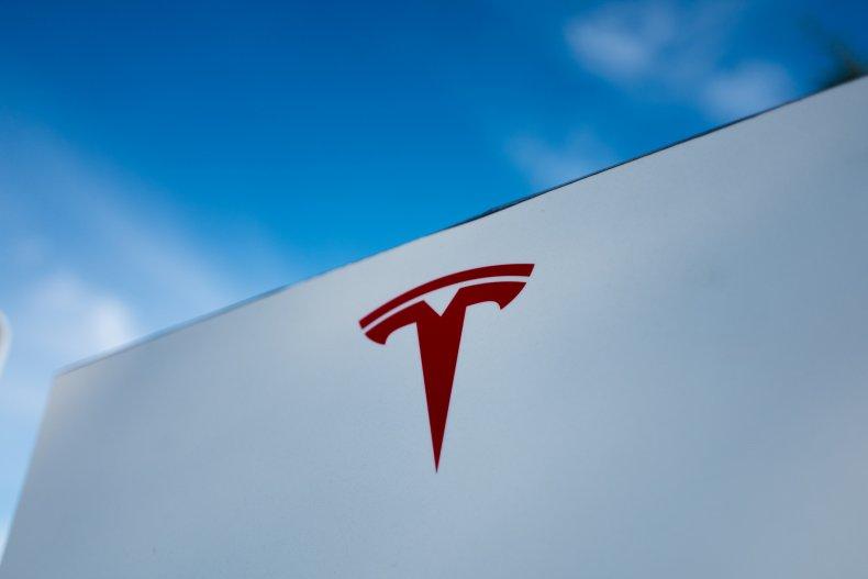 Tesla logo Miami-Dade crash