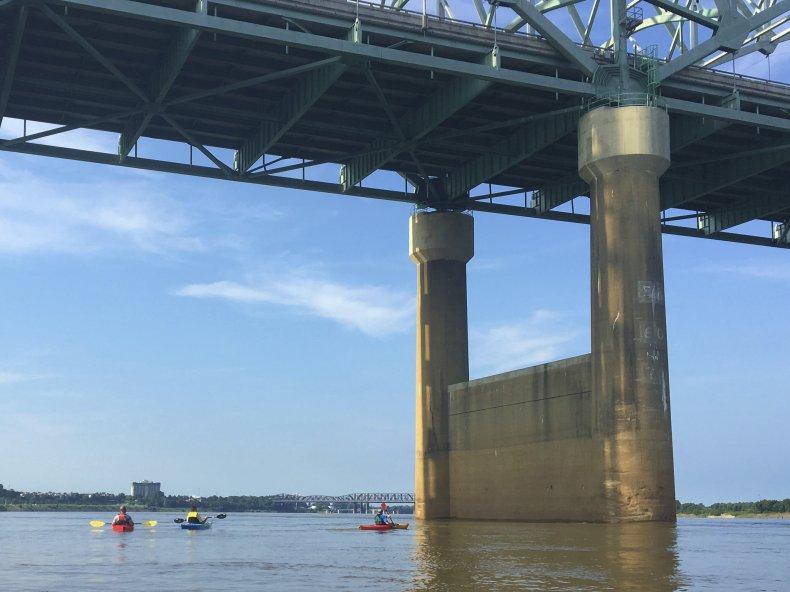 2016 Photo Reveals Crack in Bridge