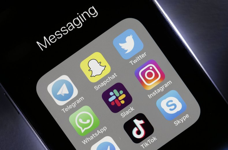 Mobile apps on an iPhone in France