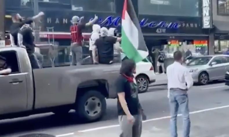 Palestinian mobs attack Jews