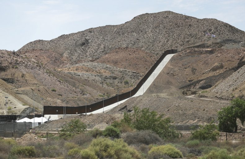 Construction Continues On Privately-Funded Section Of Border