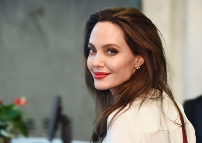 1975: Angelina Jolie