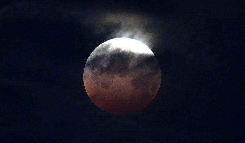 pics of Super Blood Moon