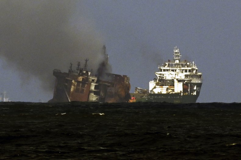 TOPSHOT-SRI LANKA-SINGAPORE-TRANSPORT-POLLUTION-FIRE-ENVIRONMENT
