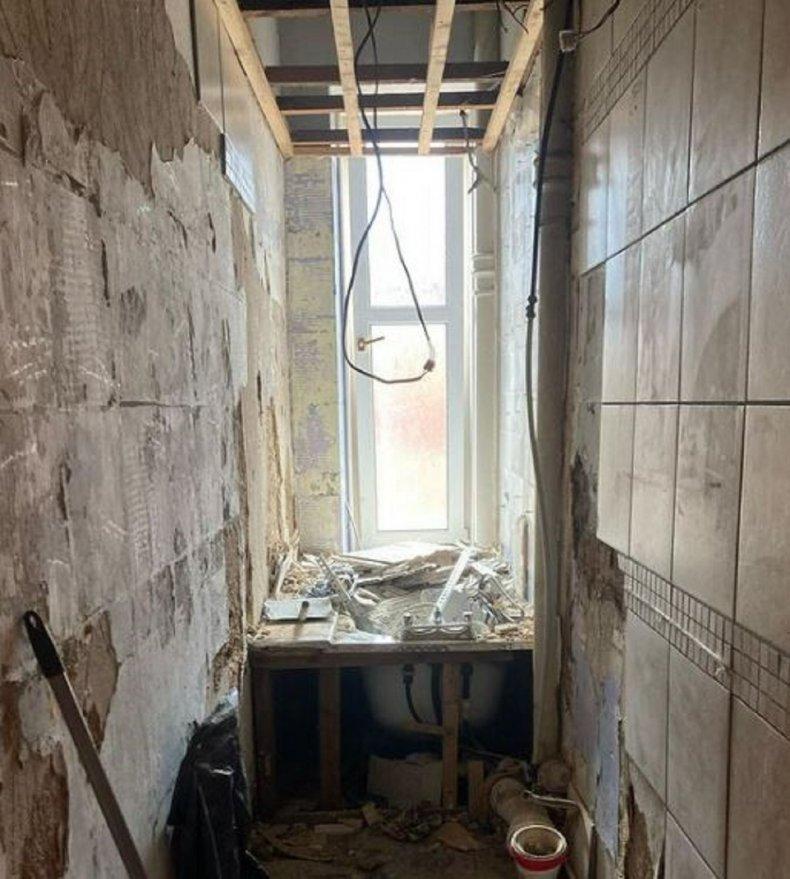 Amber Milne's tiny bathroom before renovation