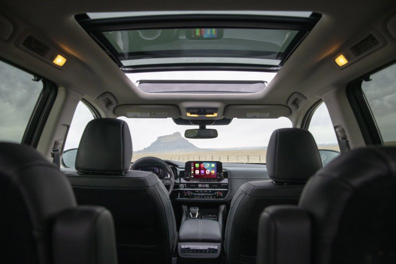 2022 Nissan Pathfinder interior seats roof