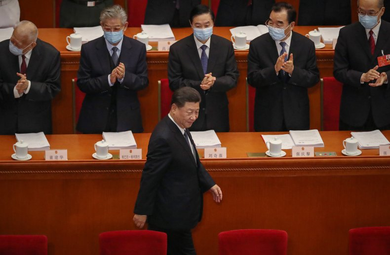 Chinese Lawmakers Applaud Xi Jinping