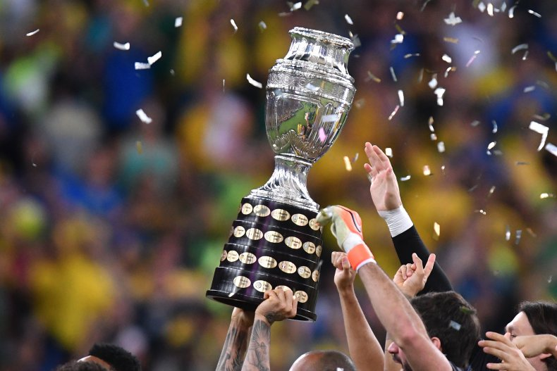 Brazil lifts the Copa America trophy