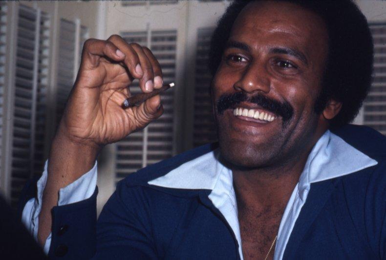 Fred Williamson smoking cigar