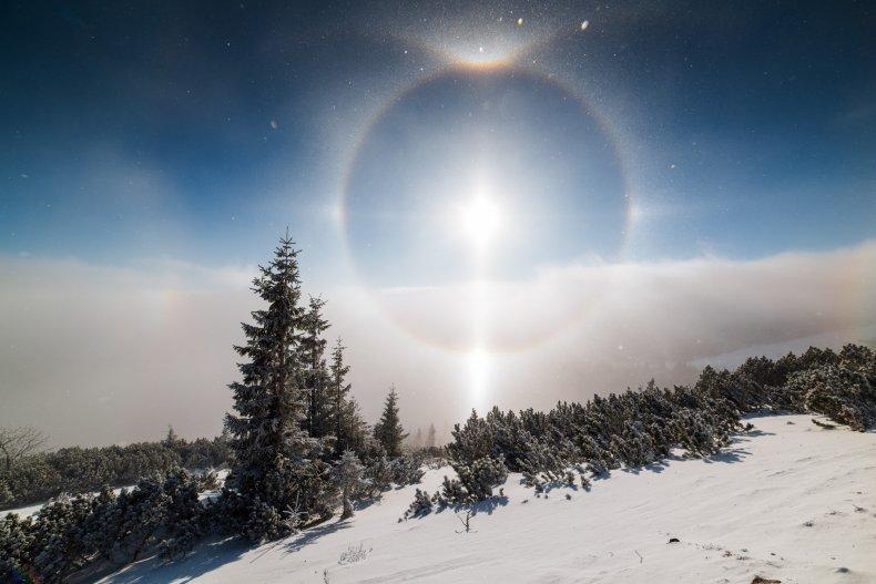 Image of a halo around the sun