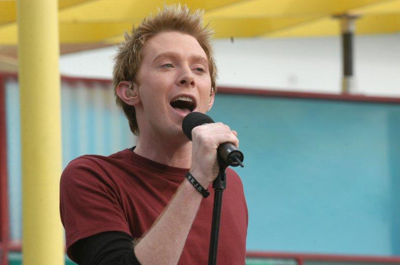 Clay Aiken singing