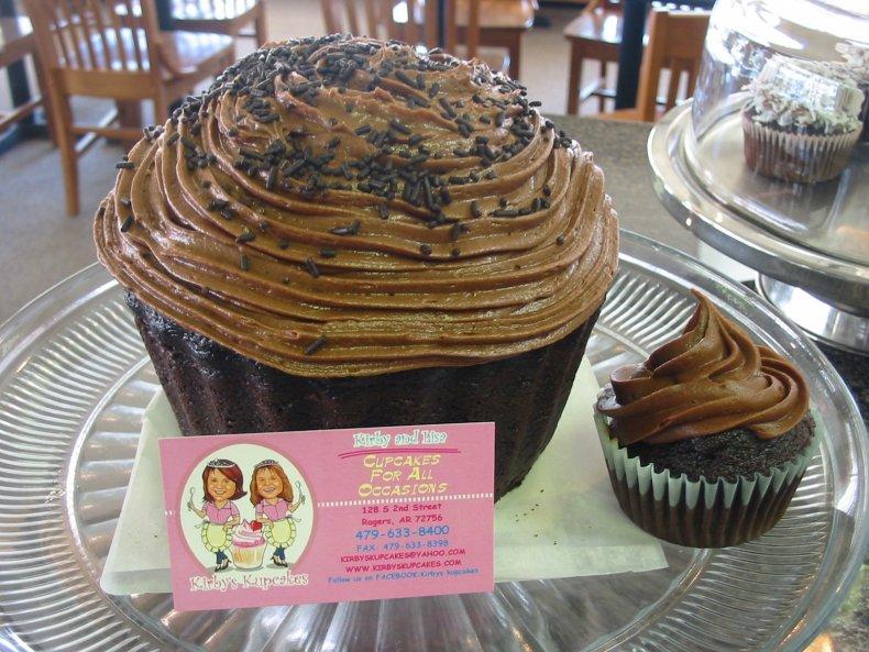 Goliath cupcake