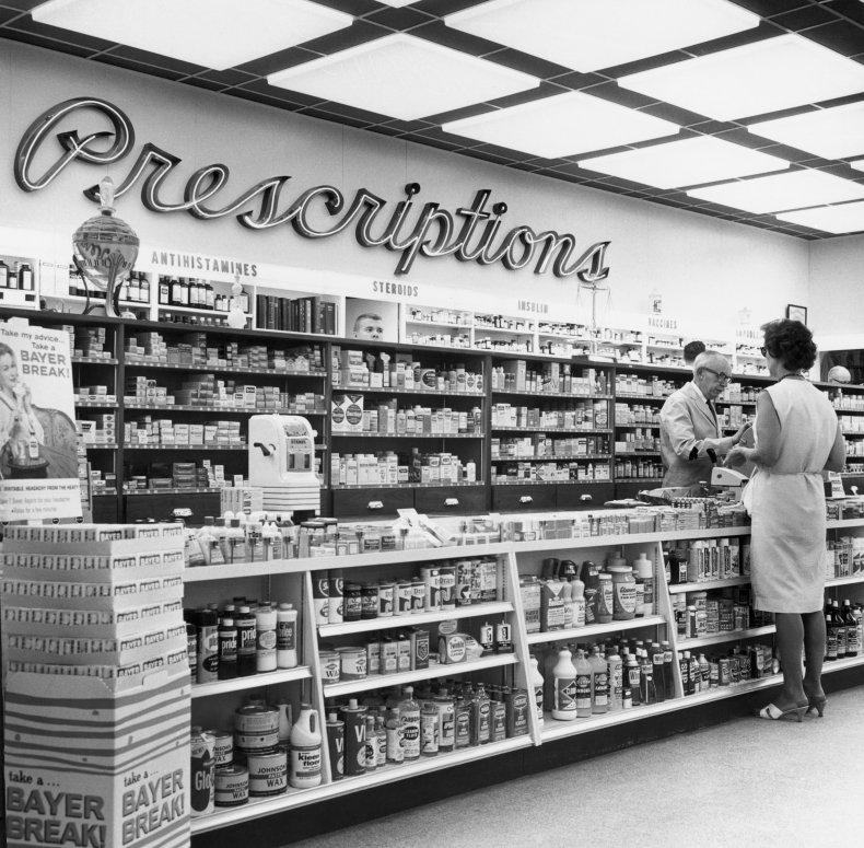 drugstore in 1950s US
