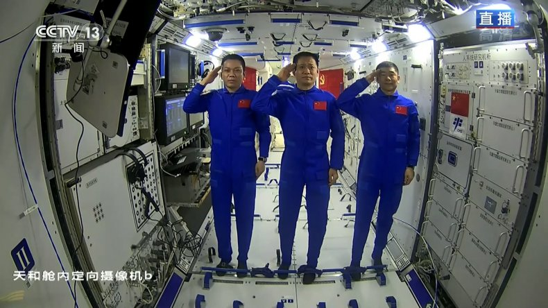 Chinese Astronauts Greet Xi Jinping From Space