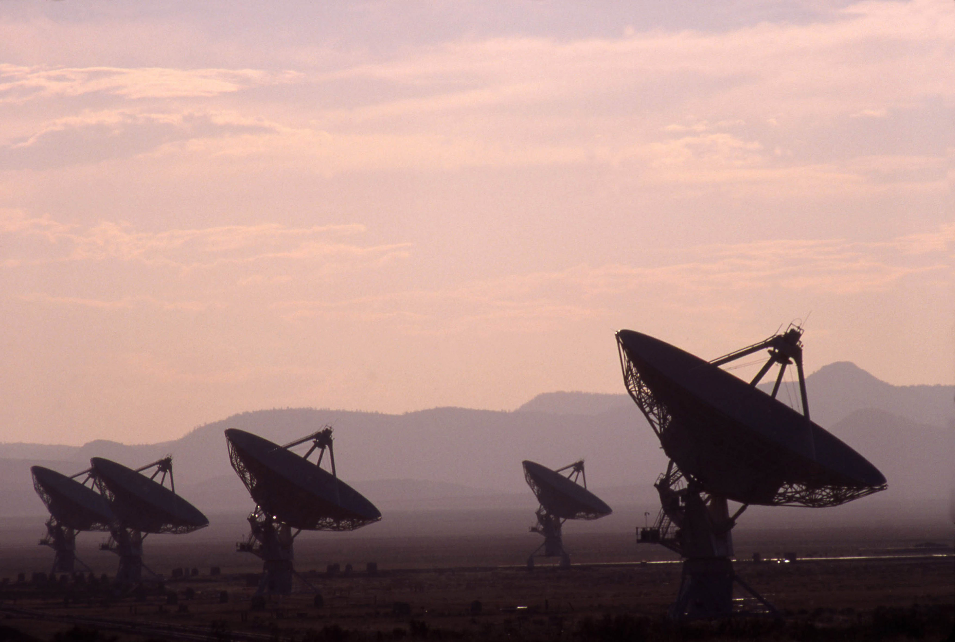 Pentagon Likely Thinks UFOs 'Not Human,' Astrophysicist Says Ahead of Report - Newsweek