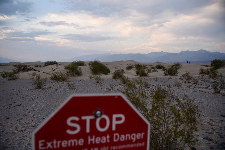 Extreme heat danger sign