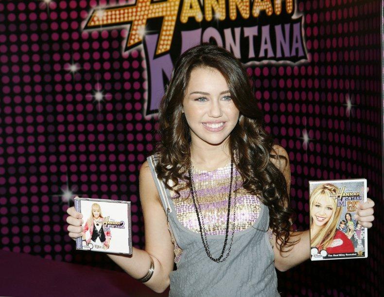 Miley Cyrus promotes Hannah Montana CD